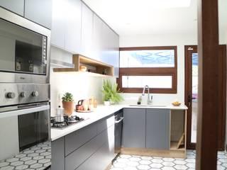 Remodelación Casa la Guaica Cocinas de estilo mediterráneo de Nido Arquitectos Mediterráneo