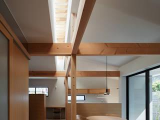 空間のつながりを活かした住宅 モダンデザインの リビング の 久木原工務店 モダン