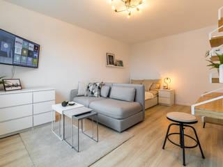Möblierte Vermietung auf Zeit Wohnjuwel Home Staging WohnzimmerCouch- und Beistelltische Beige