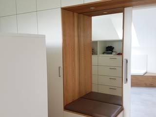 Hammer & Margrander Interior GmbH Spogliatoio moderno Bianco