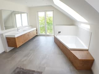 Hammer & Margrander Interior GmbH Bagno moderno Effetto legno