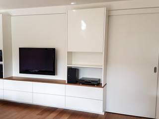 Hammer & Margrander Interior GmbH SoggiornoSupporti TV & Pareti Attrezzate Bianco