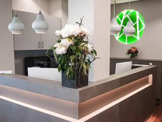 Hammer & Margrander Interior GmbH Cliniche moderne Cemento Grigio