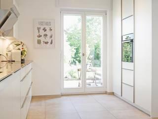 por Hammer & Margrander Interior GmbH Moderno