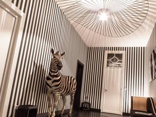 Chambre d'hôtes Couloir, entrée, escaliers modernes par SARL NICOLA BERTINI ARCHITECTE Moderne