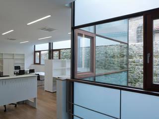Rehabilitación Concejalía Urbanismo Ourense Edificios de oficinas de estilo minimalista de Pablo Falcón arquitecto Minimalista