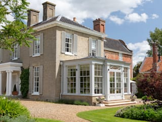 Georgian country house extended with a beautiful orangery that blends harmoniously with the house Classic style conservatory by Vale Garden Houses Classic