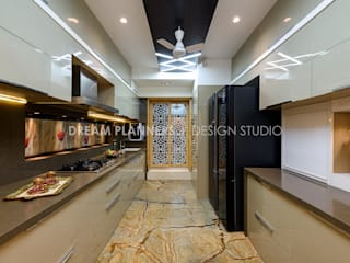 Residential Interior Mumbai: modern  by Dreamplanners,Modern