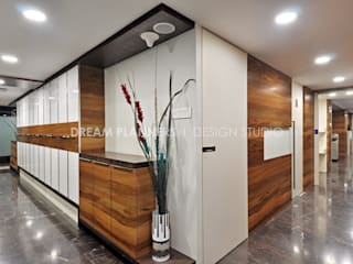 Commercial Interior Work Modern offices & stores by Dreamplanners Modern