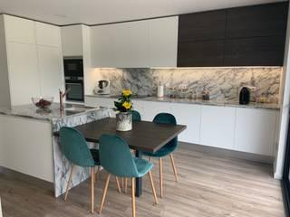 Cozinha em Vila do Conde Cozinhas modernas por Coziluxo - Cozinhas de Portugal, Lda Moderno