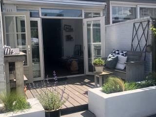 De onderhoudsvrij en kindervriendelijke tuin Moderne tuinen van Studio Linda Lavoir Modern