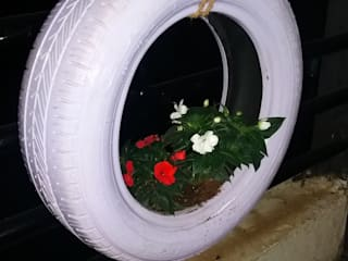 DIY Hanging Tyre Planter: tropical  by DS DESIGN STUDIO,Tropical