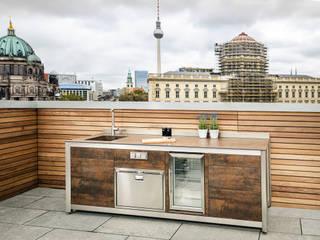 Clooney Rooftop Kitchen-Berlin by KES OUTDOOR LIVING (PTY)LTD Mediterranean