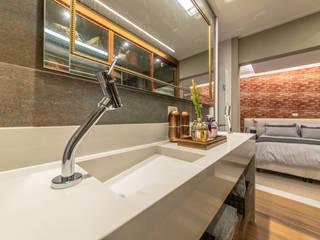 Modern style bedroom by Lucia Navajas -Arquitetura & Interiores Modern