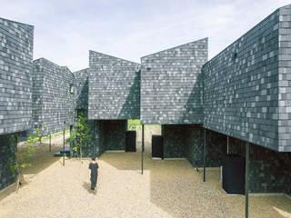 Paredes y pisos modernos de 1-1 Architects 一級建築士事務所 Moderno