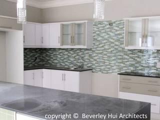 Modern kitchen by Beverley Hui Architects Modern