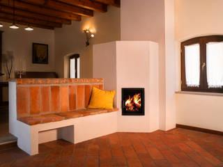 Stufe a legna ad accumulo di calore Soggiorno in stile rustico di Prometeo Stufe Rustico