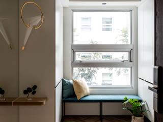 泰勒瓦。何宅 現代風玄關、走廊與階梯 根據 小福砌空間設計 現代風