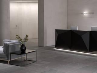office restyle HENMADE Ingresso, Corridoio & Scale in stile minimalista Beige