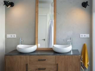 osb arquitectos Mediterranean style bathroom Grey