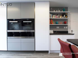 White/Grey/Red Modern kitchen by Intuo Modern