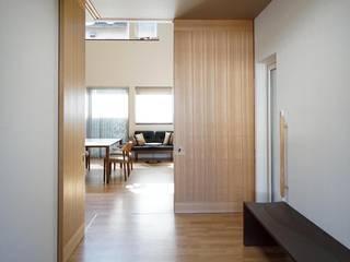 車椅子住宅 house@h&m モダンスタイルの 玄関&廊下&階段 の アウラ建築設計事務所 モダン