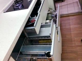 內湖李公館: 現代  by 微.櫥設計/We.Design Kitchen, 現代風
