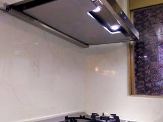 T型油煙機+檯面玻璃爐: 現代  by 微.櫥設計/We.Design Kitchen, 現代風