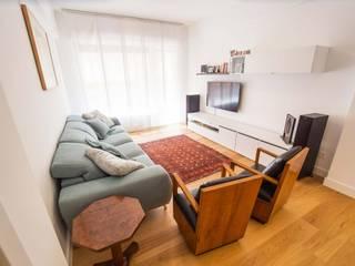 Reforma de vivienda en Las Arenas Salones de estilo moderno de BR&C arquitectos Moderno