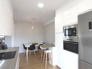 Reforma en Tellagorri, Bilbao Cocinas de estilo moderno de BR&C arquitectos Moderno