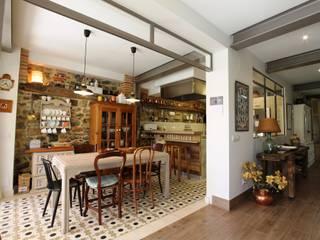 Modernidad y tradición: reforma integral en vivienda unifamiliar en Escalante Cocinas de estilo moderno de BR&C arquitectos Moderno