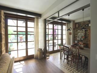 Modernidad y tradición: reforma integral en vivienda unifamiliar en Escalante Puertas modernas de BR&C arquitectos Moderno