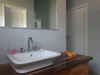 Modern bathroom by Dario Basaldella Arquitectura Modern