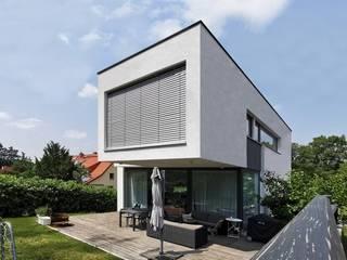 Jardines modernos: Ideas, imágenes y decoración de Avantecture GmbH Moderno