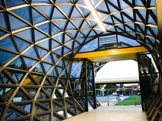 Estação de ônibus Casas industriais por L+A Arquitetura de iluminação Industrial