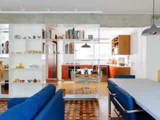 Apartamento com cara de casa Salas de estar modernas por Estudio Piloti Arquitetura Moderno