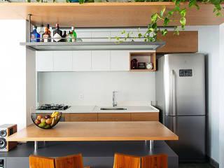 Apartamento compacto no centro de São Paulo Salas de estar modernas por Estudio Piloti Arquitetura Moderno