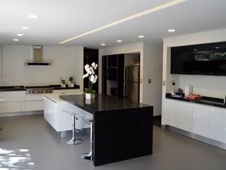 Cocina Casa Vallescondido de GIL+GIL Minimalista Granito