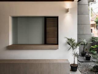 House Study 01 pram.studio Balkon, Beranda & Teras Minimalis Batu Bata White