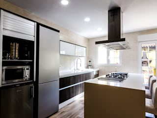 Reforma de cocina en Valencia Gestionarq, arquitectos en Xàtiva Cocinas integrales Madera maciza Acabado en madera