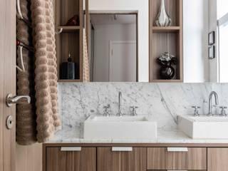 Bagno moderno di Madi Arquitetura e Design Moderno