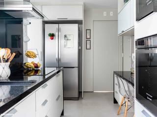 Apto Dr. Paulo Vieira - 135m2 - Perdizes | São Paulo Cozinhas modernas por Madi Arquitetura e Design Moderno