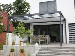 REISMANN Metallbau Balkon, Beranda & Teras Modern Aluminium/Seng Grey