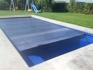 AUTOCOVER SWIMMING POOLS Freedom Pools Portugal Piscinas de jardim Vidro Multicolor
