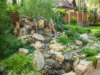 Искусственный водопад с натуральным камнем. Ландшафтный дизайн от Студия ландшафтного дизайна Кости Юдина