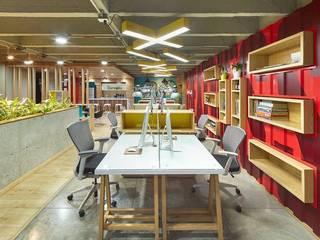 Diseño y Montaje - Interior- Comercial de CUSTOM WORK DISEÑO Clásico
