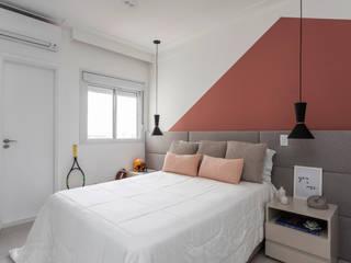 Apartamento moderno e cheio de personalidade para casal jovem Studio Elã Quartos modernos