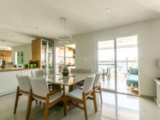 Quem disse que apartamento alugado não pode ter a cara do inquilino? Salas de jantar clássicas por Studio Elã Clássico
