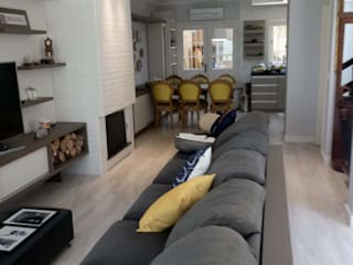 Eclectic style media room by Elaine Medeiros Borges design de interiores Eclectic