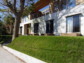 Maisons scandinaves par 株式会社横山浩介建築設計事務所 Scandinave